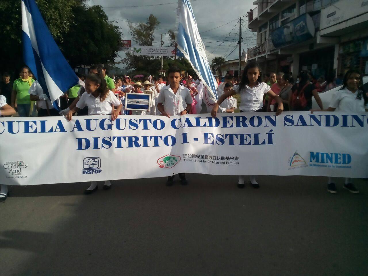 desfileEsteli