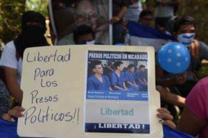 Managua, Nicaragua 26 de Abril  del 2019 Familiares de presos politicos realizan planton exigiendo su liberacion, en los alrededores de la catedral de managua .  FOTO/LA PRENSA/Uriel Molina