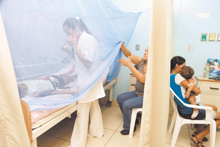 Pacientes de dengue en la sala de pediatria del Hospital Aleman Nicaraguense, La mayoria de los pacientes son menores de diez años. Managua 8 de octubre 2009. Foto Guillermo Flores/Hoy
